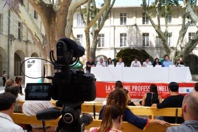 photo-evenementielle-festival-d'avignon-conference-cloitre-saint-louis-agence-ak-digital